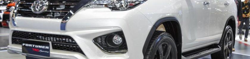 2016-Toyota-Fortuner-TRD-Sportivo-front-quarter