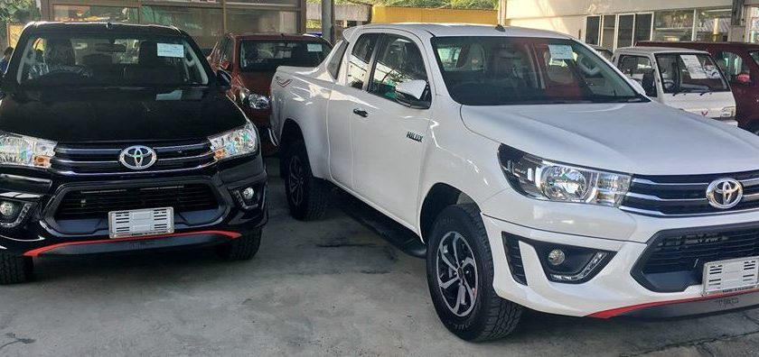2016-Toyota-Hilux-Revo-TRD-Smart-Cab-black-front2