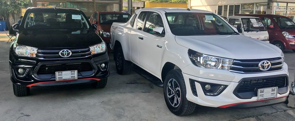 2016-Toyota-Hilux-Revo-TRD-Smart-Cab-black-front2